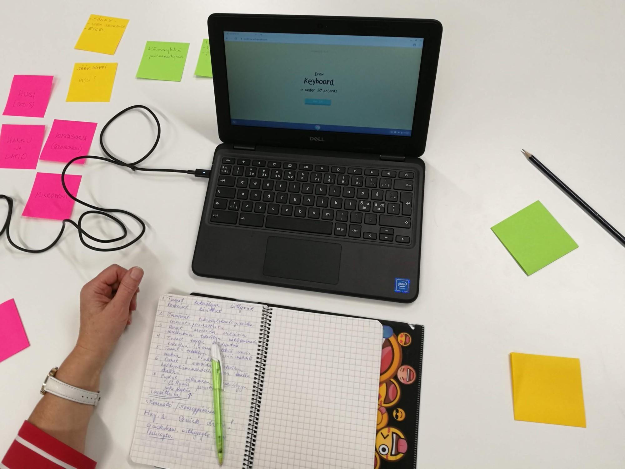 Tekoälyä ja tarralappuja – kuvaus opetuksellisesta lähestymistavasta teknologiaan