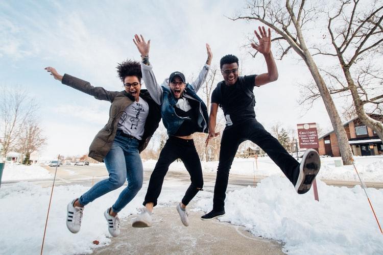 Lukuvinkki: Monikielisen oppijan matkassa